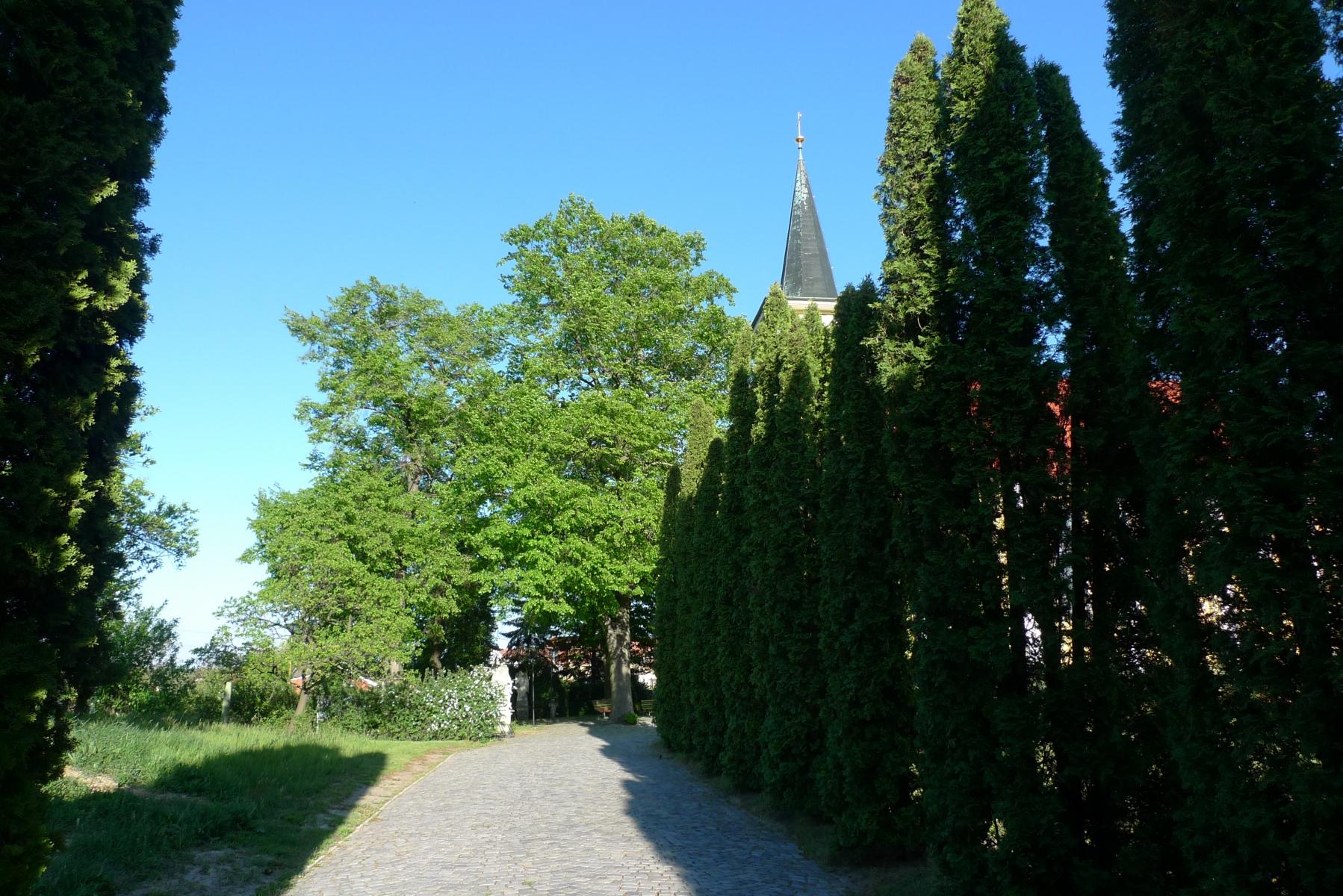 Kostel-a-okolí-1