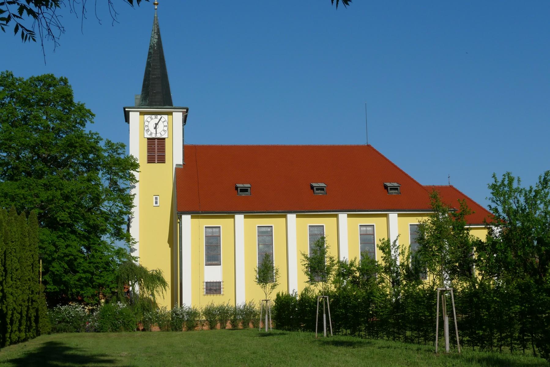 Kostel-a-okolí-10