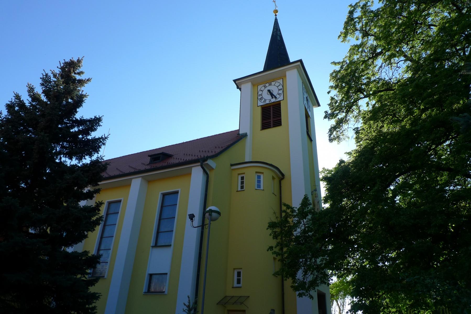 Kostel-a-okolí-63
