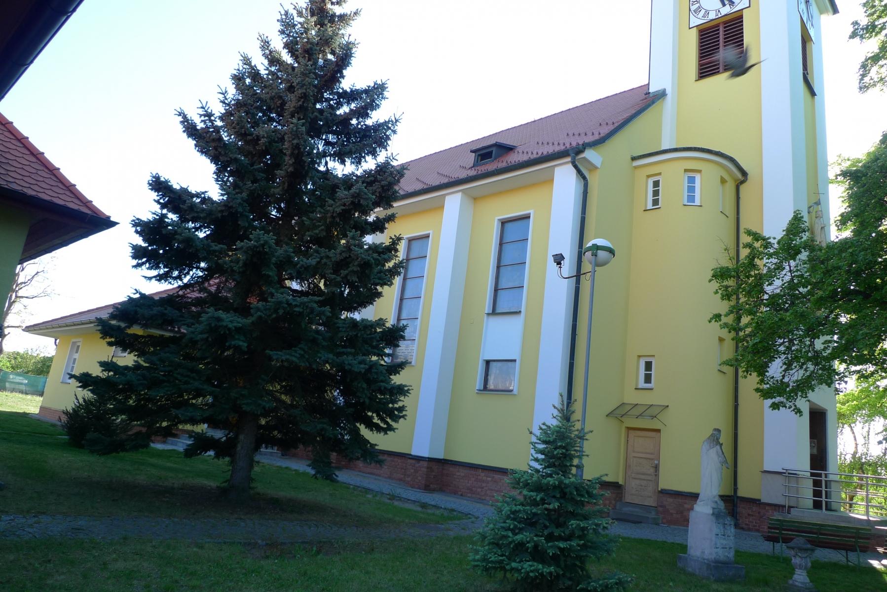 Kostel-a-okolí-64