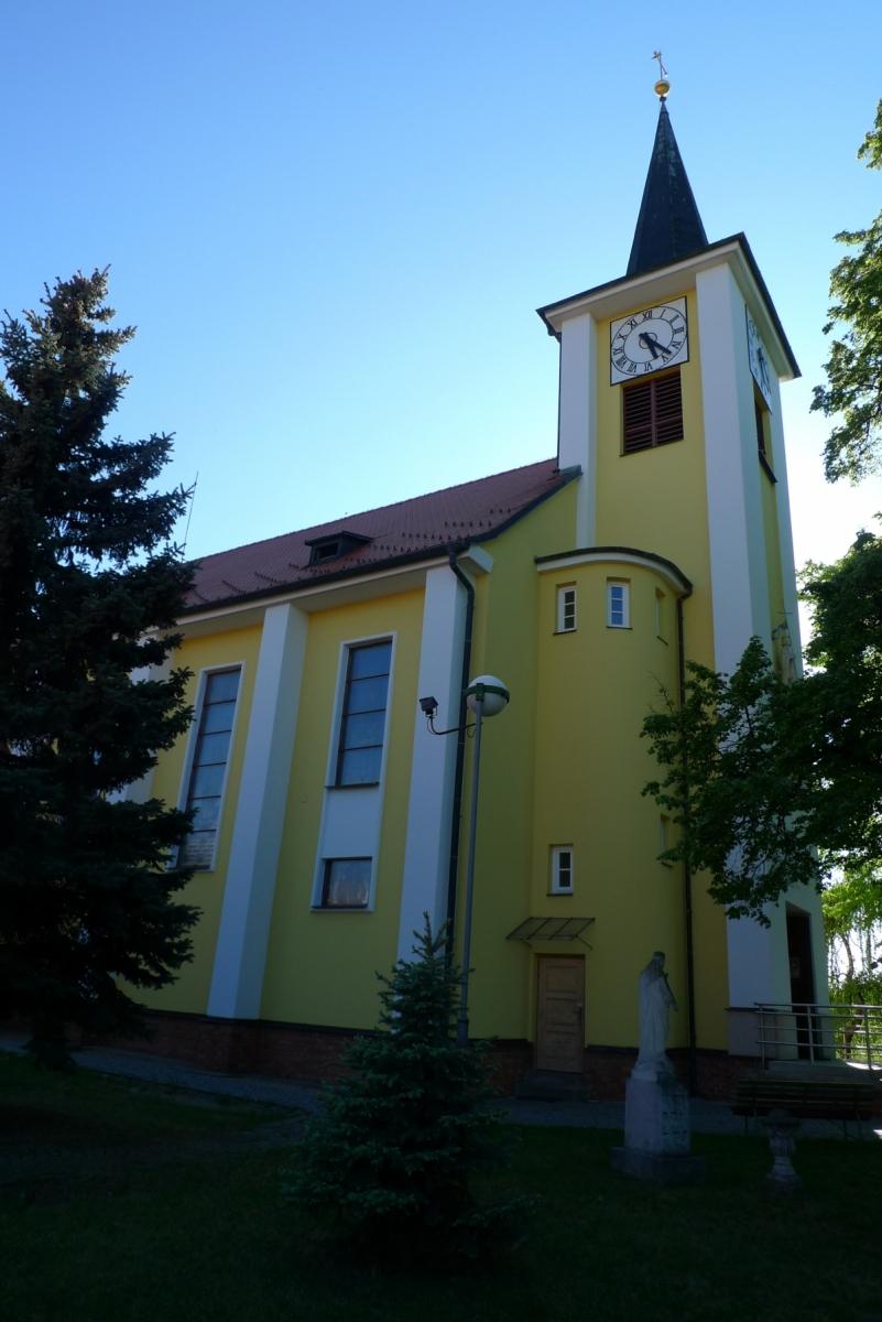Kostel-a-okolí-65