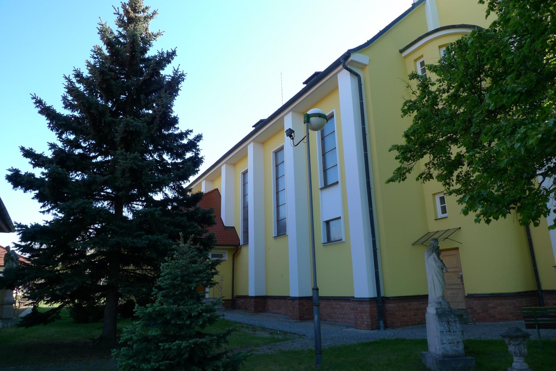 Kostel-a-okolí-67