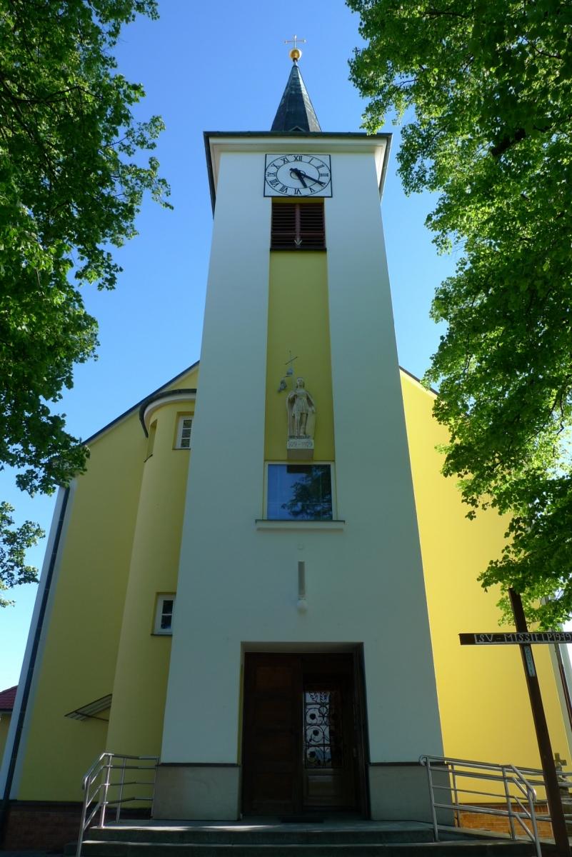 Kostel-a-okolí-73
