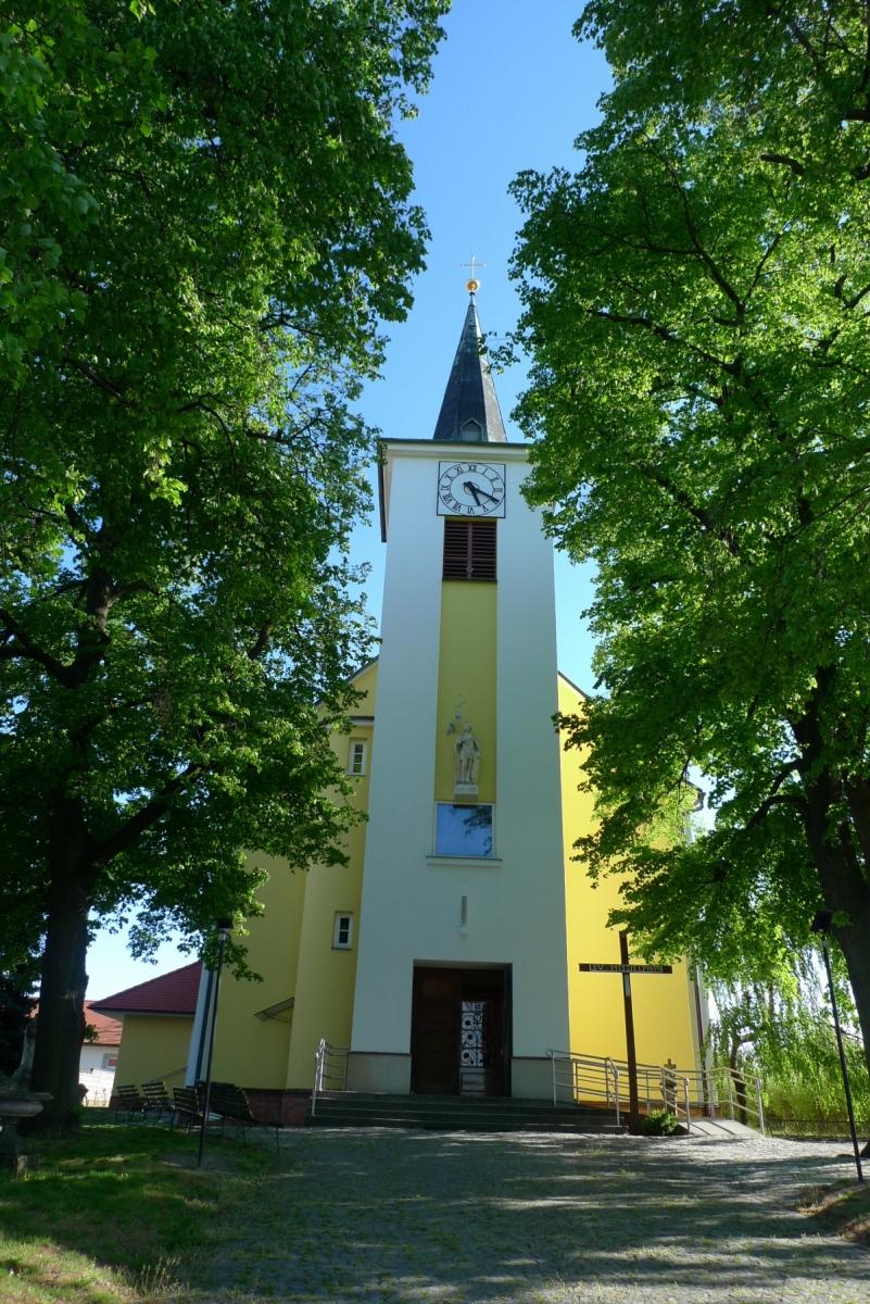Kostel-a-okolí-77