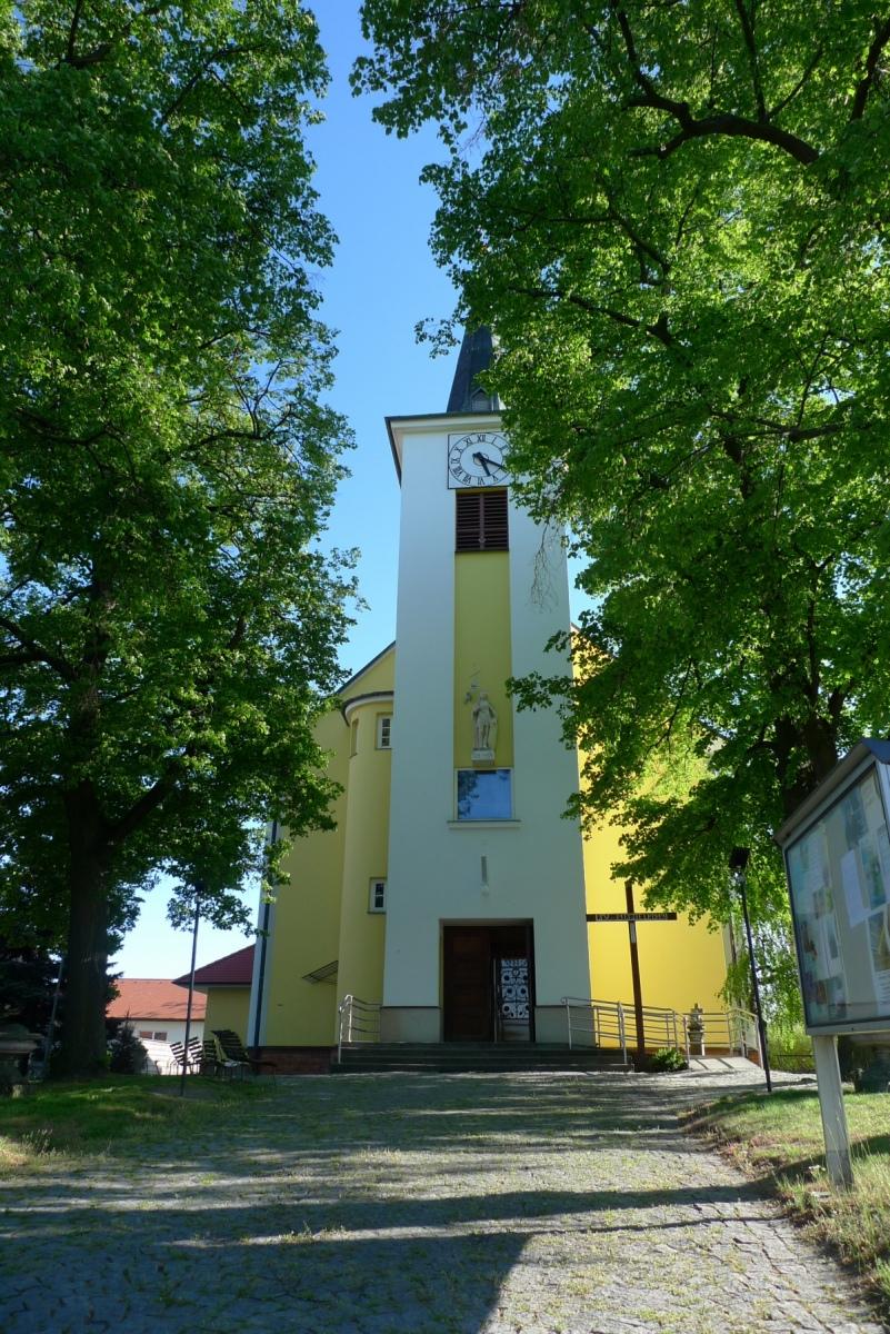 Kostel-a-okolí-78