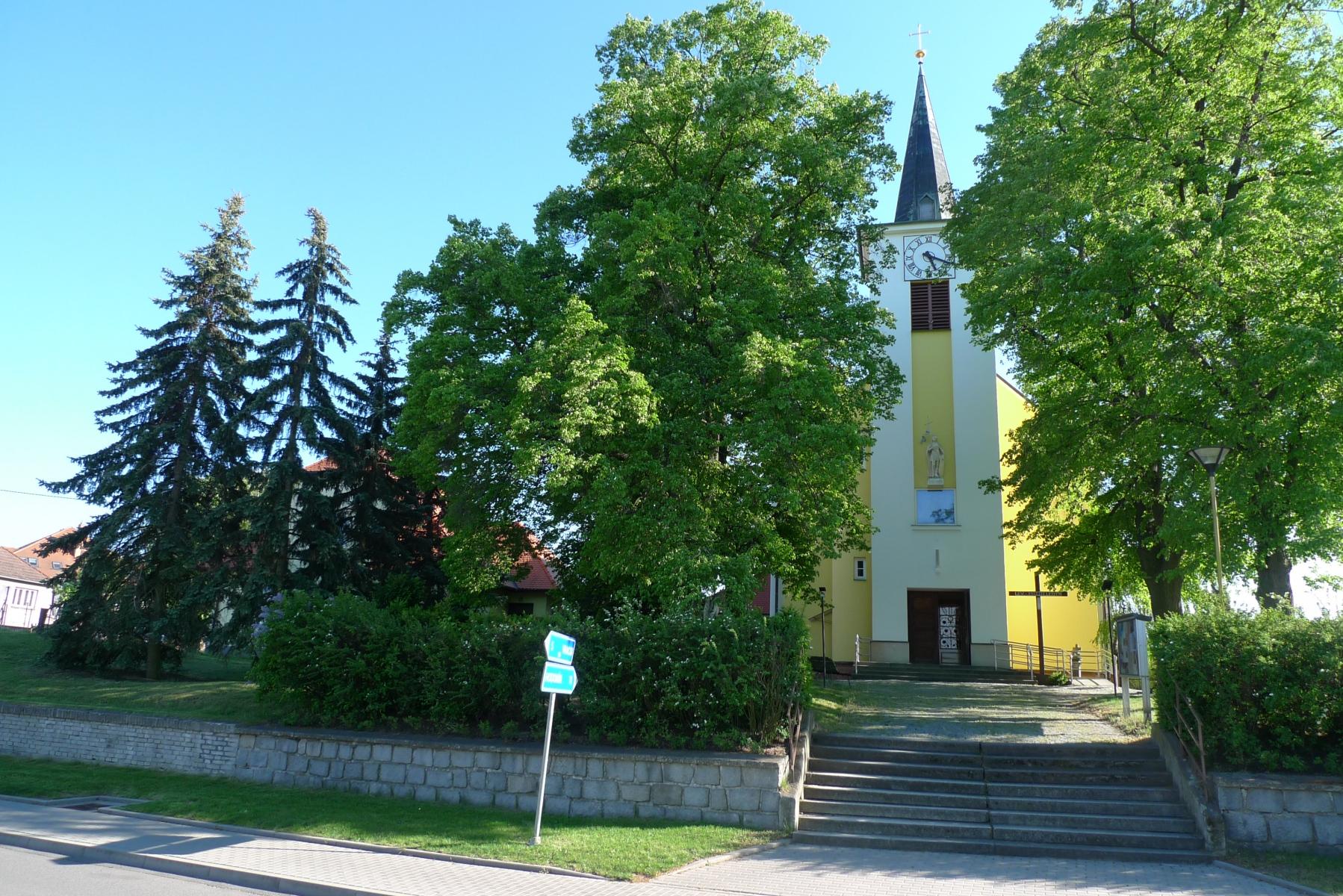 Kostel-a-okolí-79