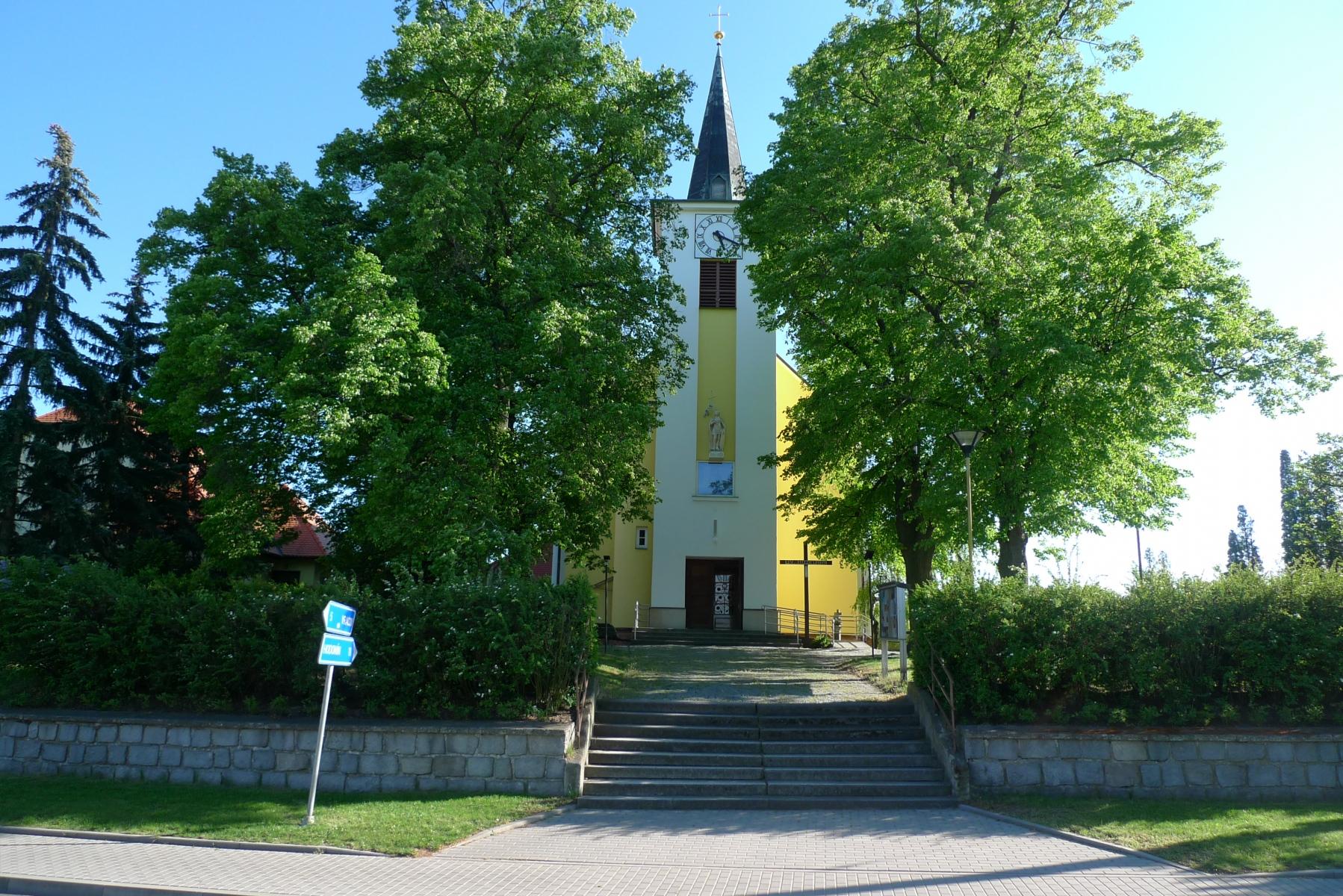 Kostel-a-okolí-81